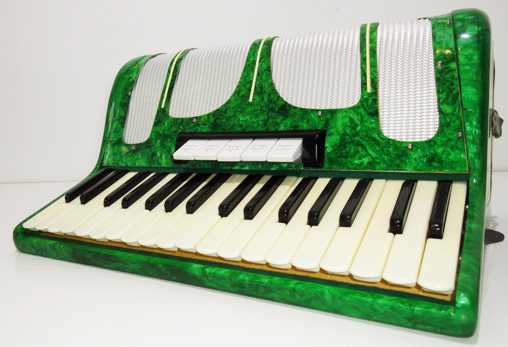 Accordion Kvinta / Квинта 80 Bass, Case, Nice Ukrainian Piano