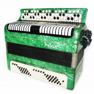 Bayan Etude, Russian Chromatic Button Accordion, Tula, 100 Bass, New Straps 1443, Very Beautiful Sound!