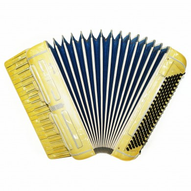 Italian Piano Accordion Macerata Vintage 120 Bass made in Italy, New Straps 1591 incl Case, Bright and Very Quality sound!