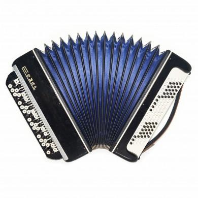 Bayan Tembr, 3 Rows Russian Chromatic Button Accordion, incl Straps, Case 1666, Stradella, B System, Excellent sound!